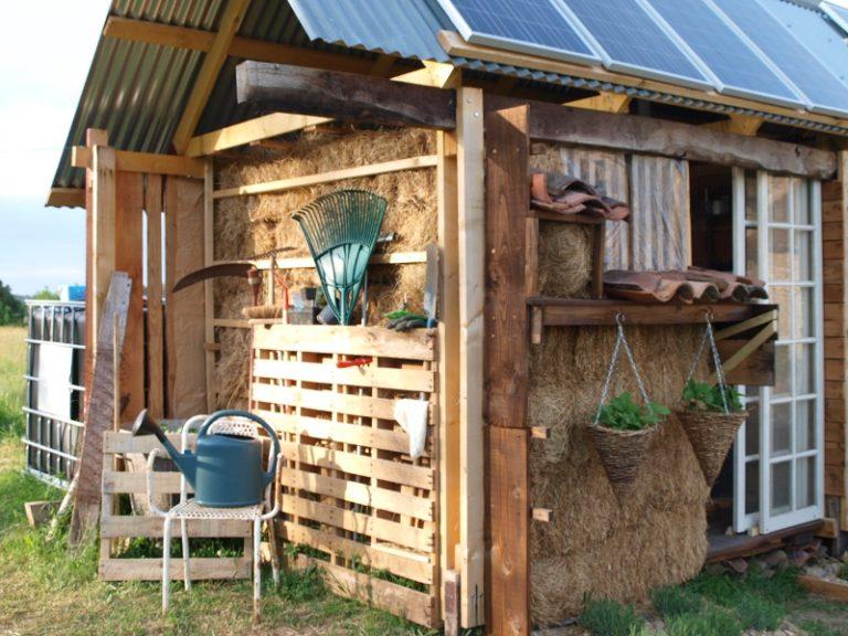 outdoor pallet garden storage