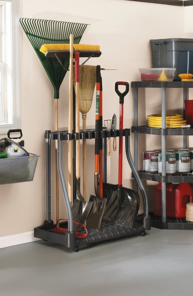 rubbermaid garden storage tool in shed